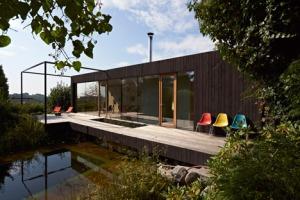 House-at-the-pond-by-Hammerschmid-Pachl-Seebacher-Architekten_dezeen_468_0