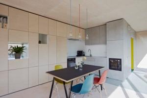 House-at-the-pond-by-Hammerschmid-Pachl-Seebacher-Architekten_dezeen_468_3