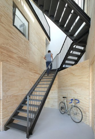 lofthouse-i-marc-koehler-architects-amsterdam-the-netherlands-prefabricated-wooden-house_dezeen_2364_col_4